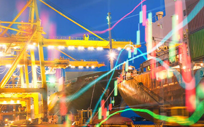Ausschnitt reflektierender Lichter in einem Hafengebiete in der Abenddämmerung
